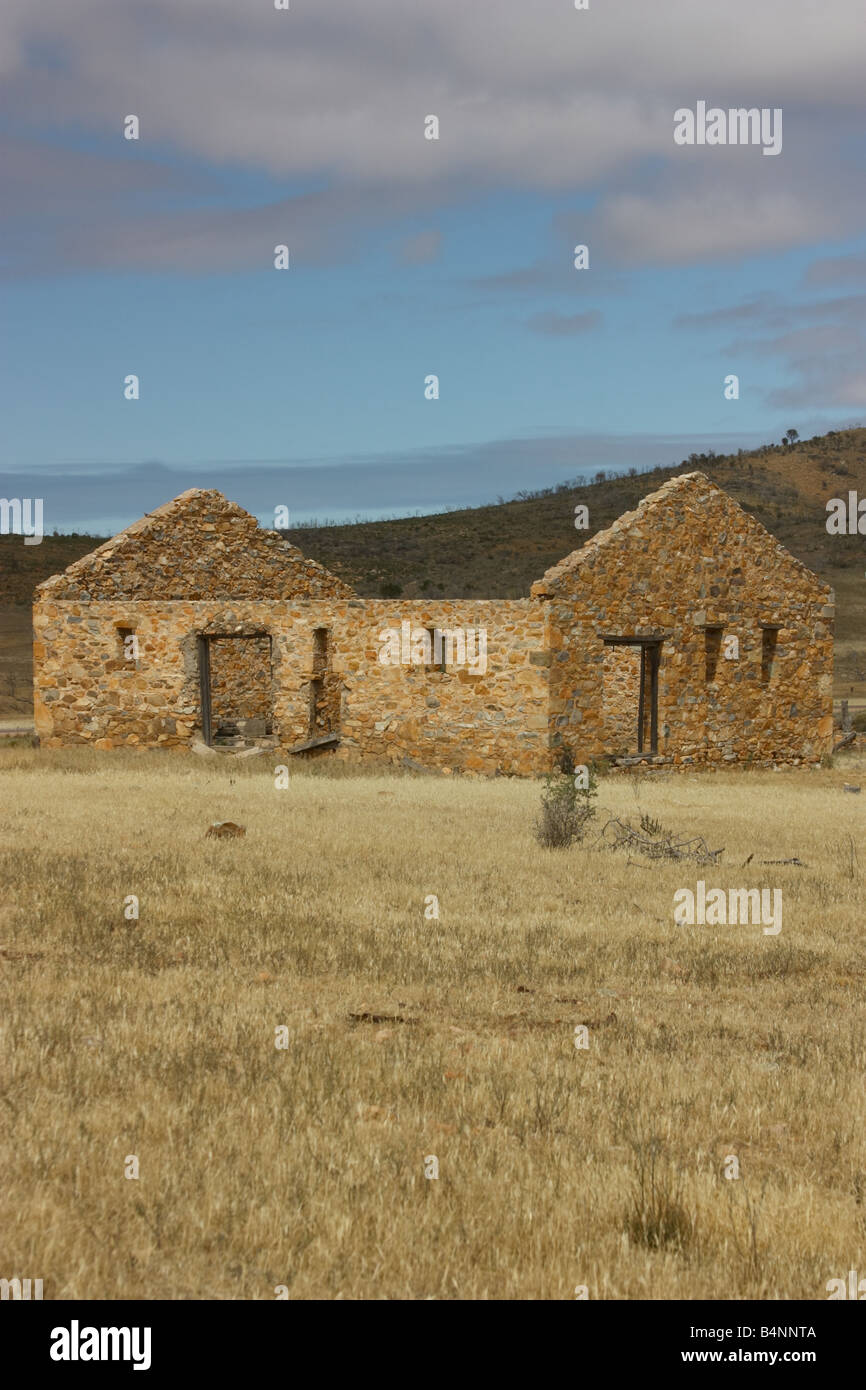 an old pioneer home house in the cleve cowell hills on the eyre peninsula - Stock Image