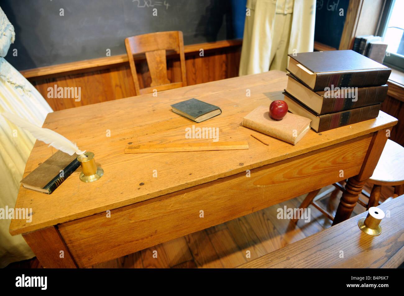 Teacher desk in a circa 1875 one room school - Stock Image