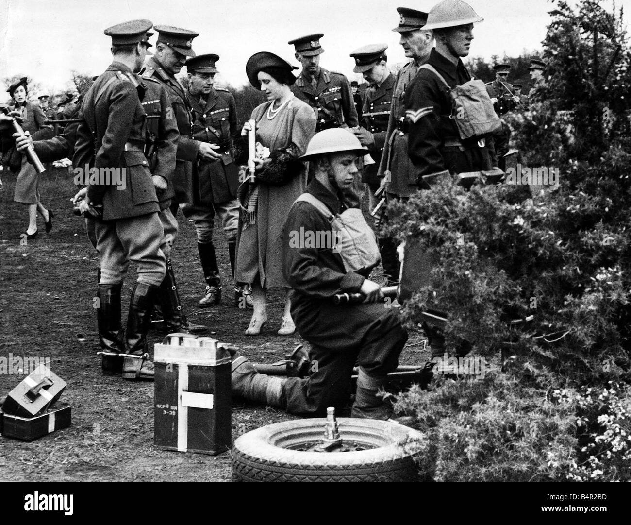 King Geroge V1 April 1939 looking at the Queen examining an anti land shell - Stock Image