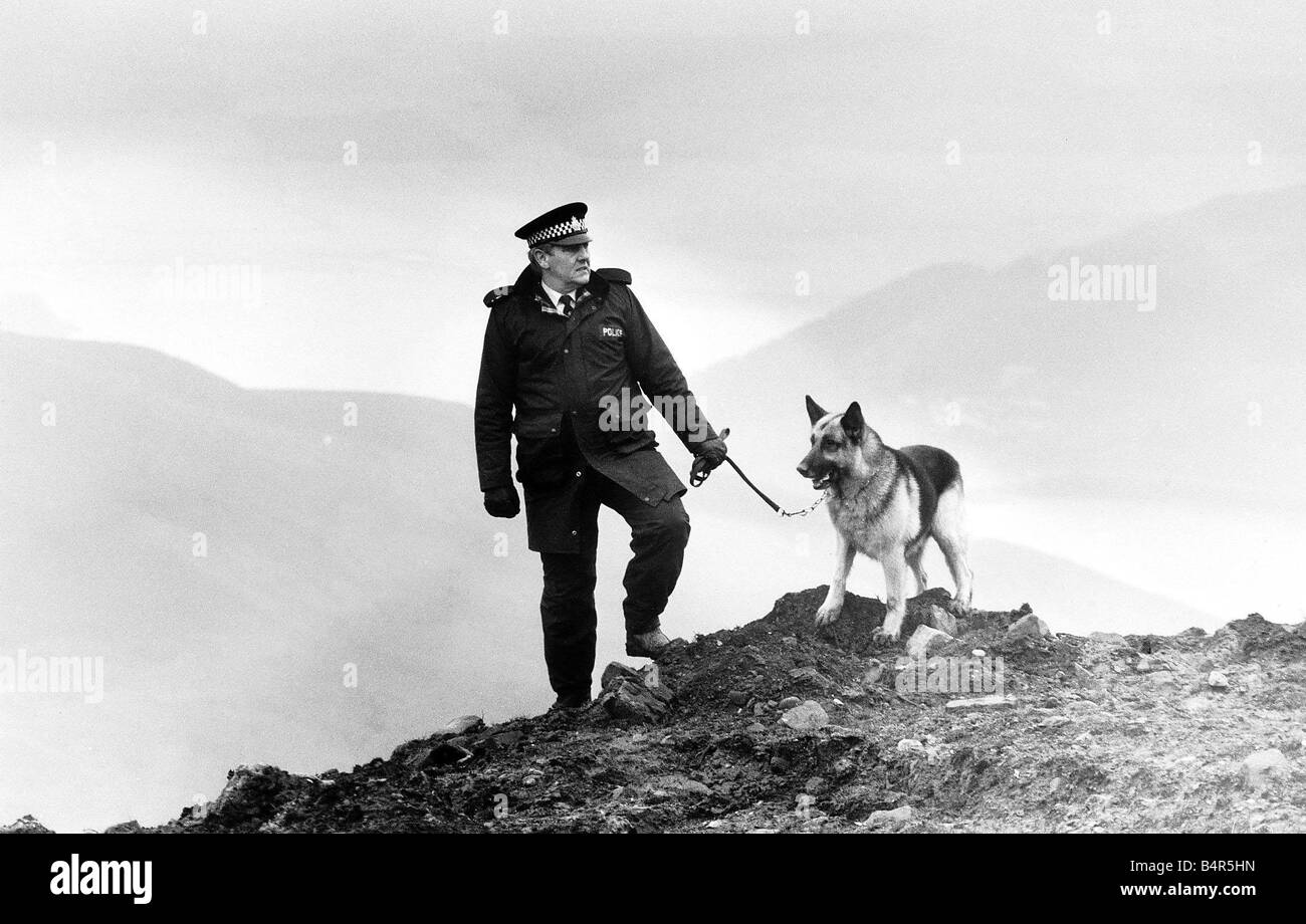 Crime Murder Moors Murders Victims Ian Brady Myra Hindley A policeman and his Alsation sniffer dog walk on the top - Stock Image