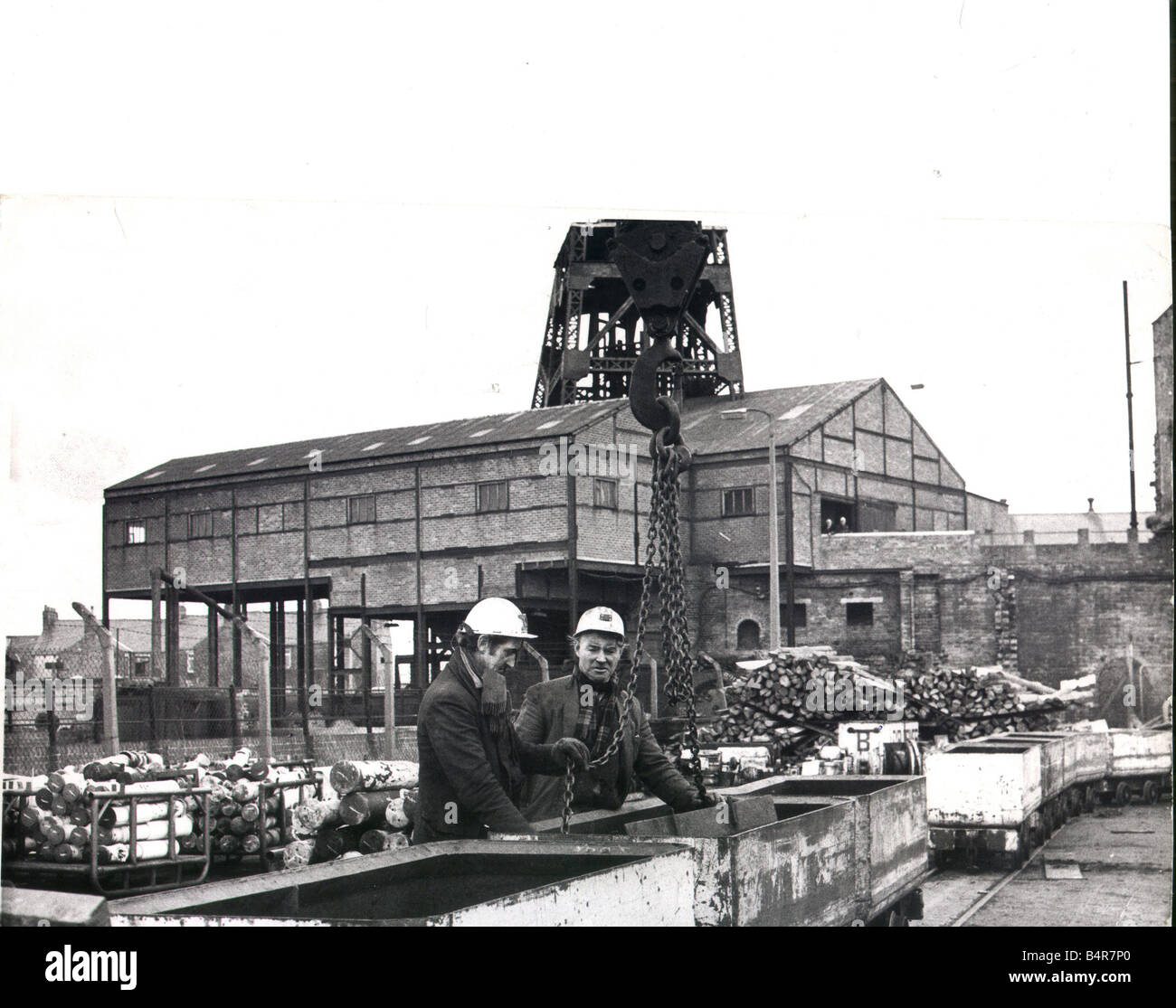 Jimmy Weatherby left and Alan Nelson unload equipment salvaged from Elemore Colliery January 1974 - Stock Image
