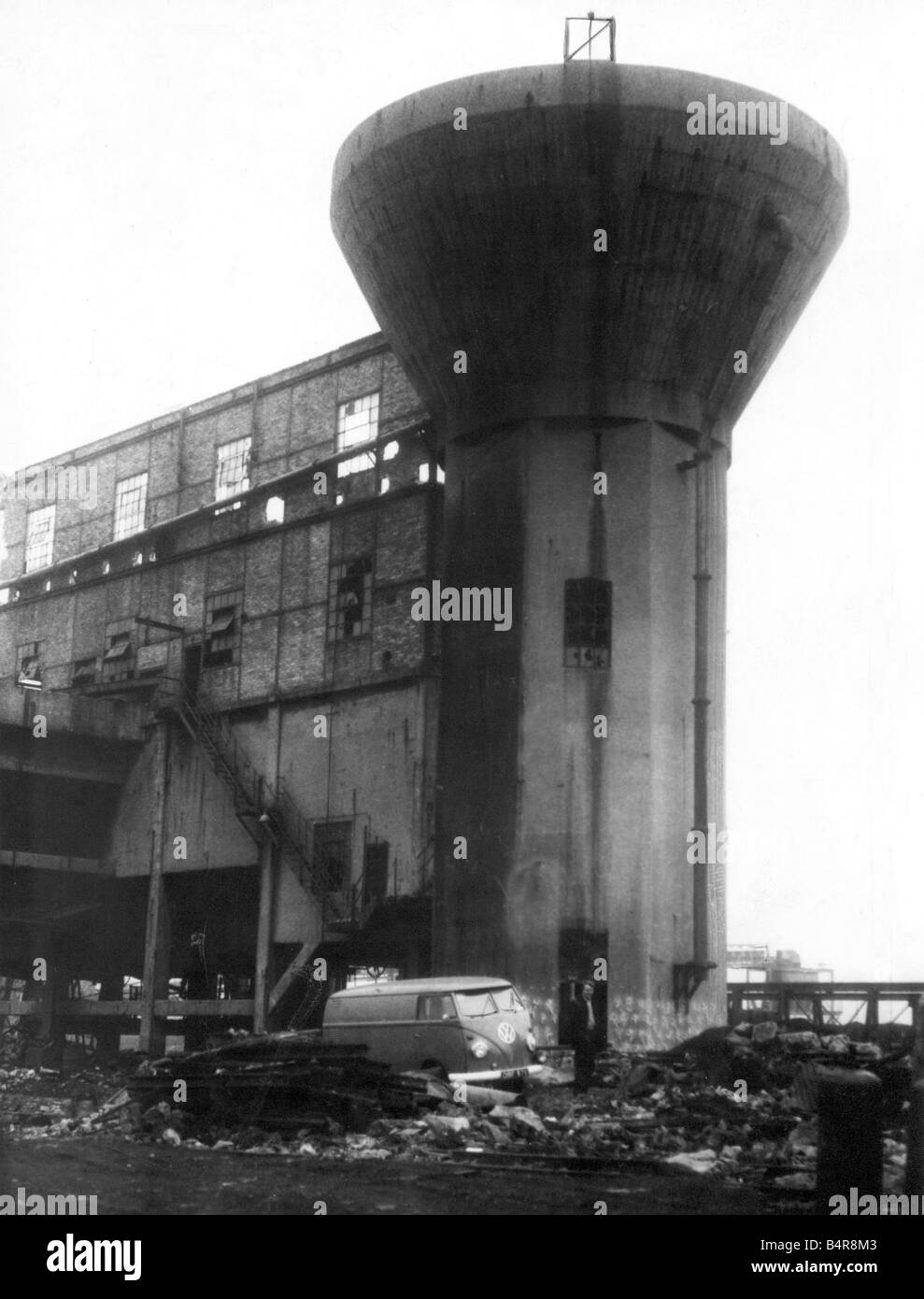 The 75ft high coal washing tower at Bates Pit Blyth just prior to demolition February 1961 - Stock Image