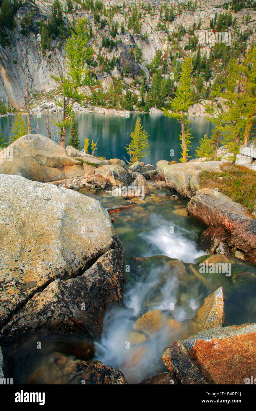 Small waterfall between Leprechaun and Vivianne lakes in the Enchantment Lakes area of Alpine Lakes Wilderness, - Stock Image
