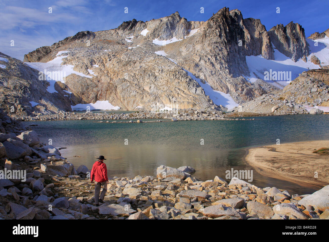 Hiker at Isolation Lake in the Upper Enchantment Lakes area of the Alpine Lakes Wilderness, Washington - Stock Image
