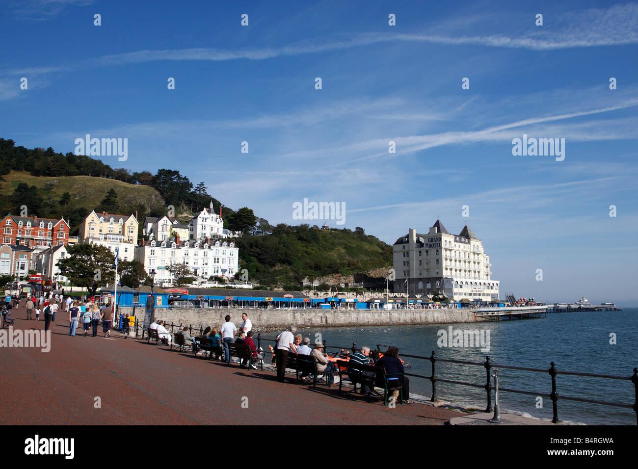 view towards the pier along the parade north shore llandudno conway clwyd north wales uk - Stock Image