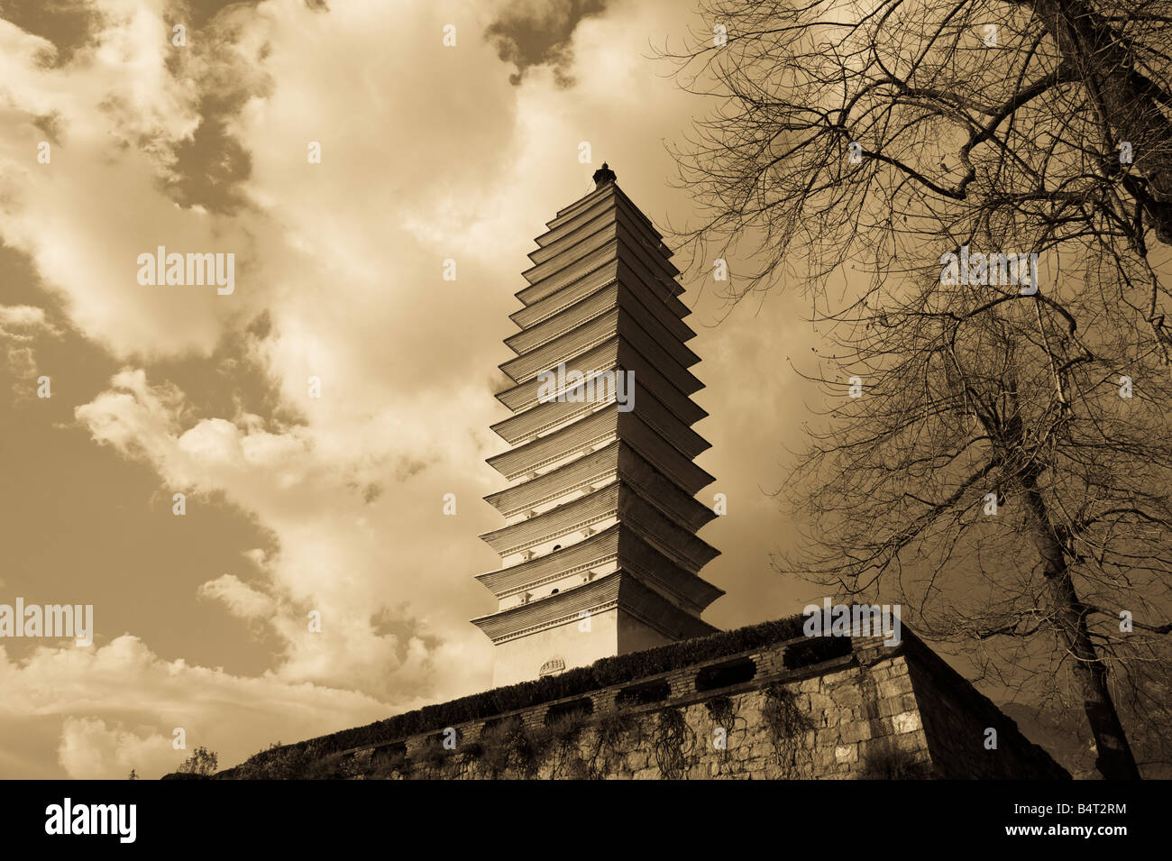 China, Yunnan Province, Dali, Old Town, Three Pagoda Park (built in the 9th century) - Stock Image