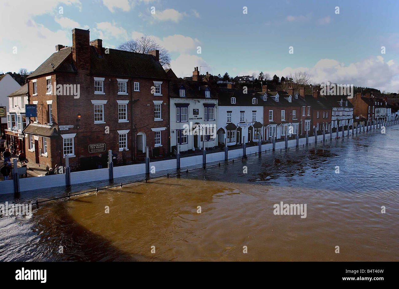 The flood barriers keep Severn Side North dry Bewdley flood defences have kept Severn Side North Dry however there - Stock Image