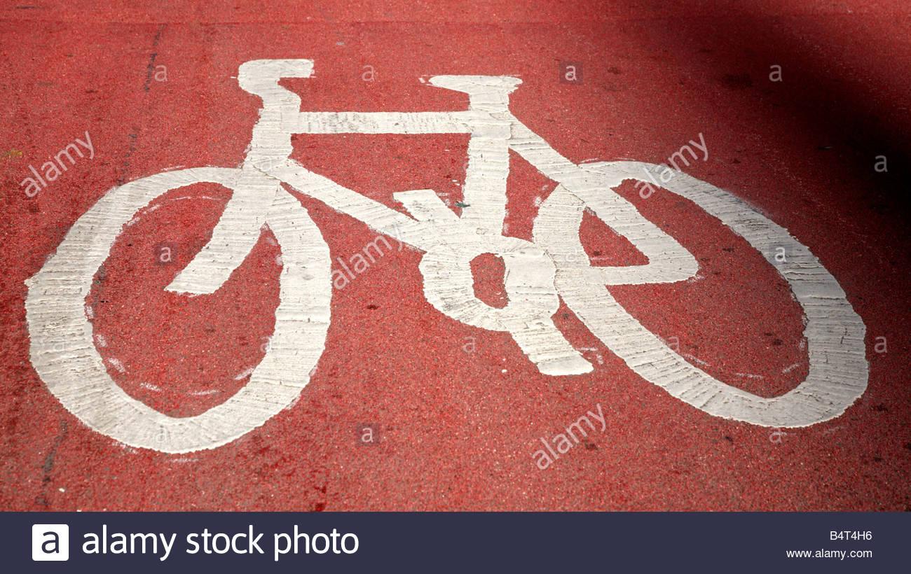 Cycle way road markings - Stock Image