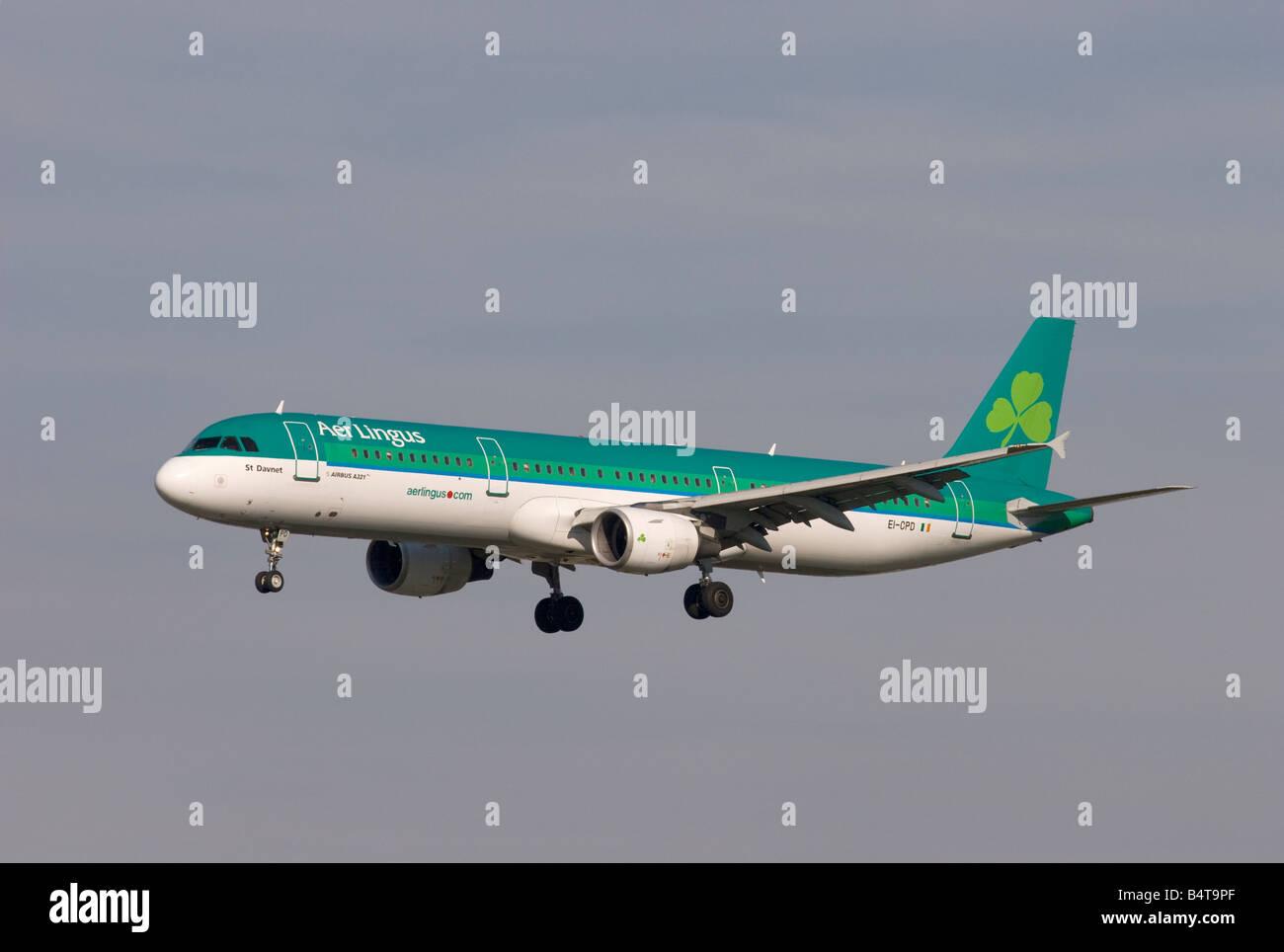 Aer Lingus Airbus A321-211 landing at London Heathrow - Stock Image