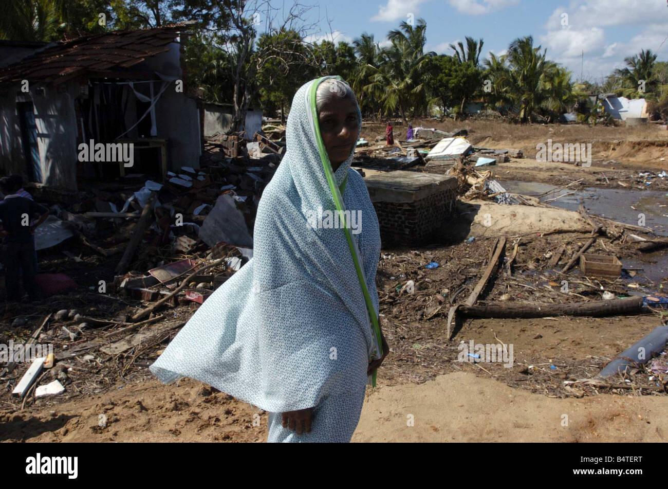 Tsunami Natural Disaster Sri Lanka January 2005 Kenniyan Sri Lanka o p s Grandmother Sahila Jay who abandonned her - Stock Image