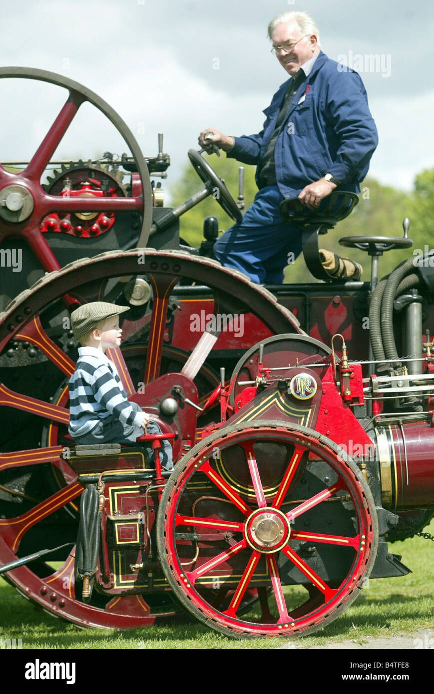 Little n Large Big n Small A Traction Engine Rally at Beamish museum Little David Reed 3 of Shotley bridge on a - Stock Image