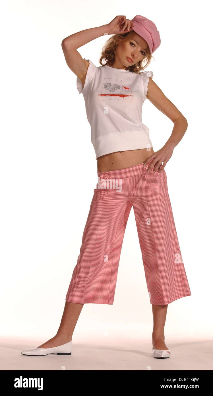 No Fuss Fashion Crop Trousers March 2004 pink dog tooth check pink baker boy hat white print t shirt - Stock Image