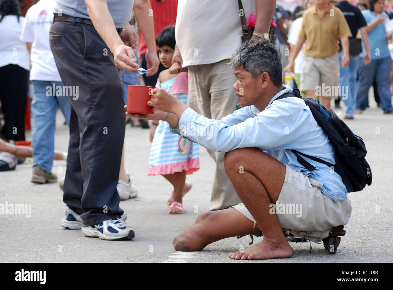 Beggar receiving money from generous man - Stock Image