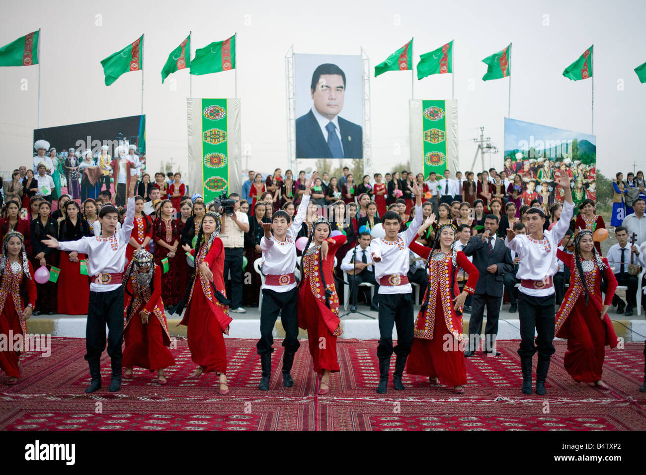 Turkmen dancers performing for delegates at an international conference beside the road on the outskirts of Ashgabat - Stock Image