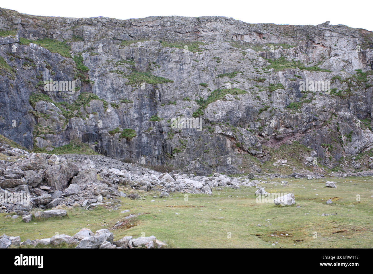 DISUSED LIMESTONE QUARRY NORTH WALES - Stock Image