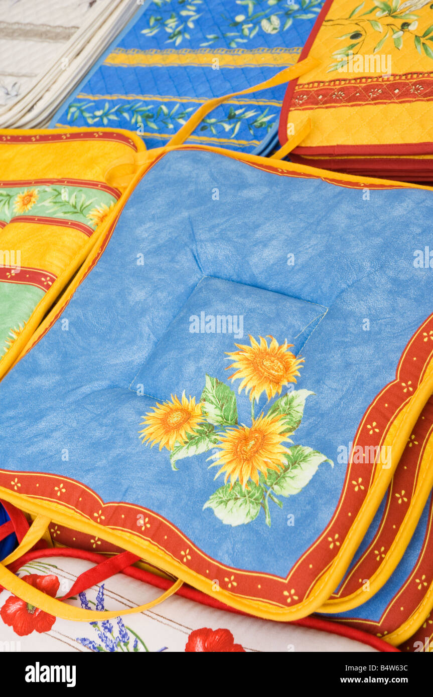 Typical Provence market cloths and pottery - Stock Image