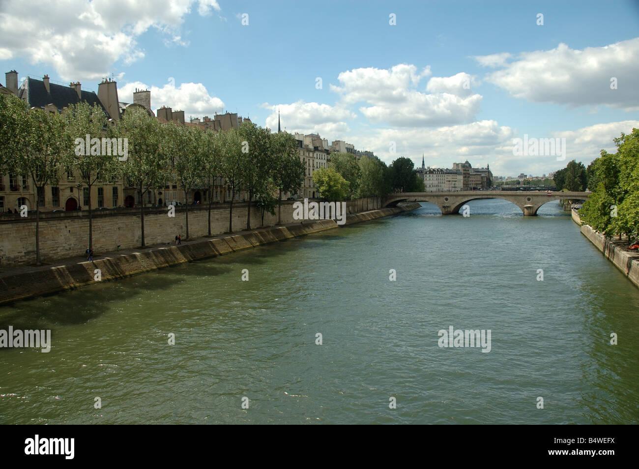 Paris : pont Louis-Philippe et quai de Bourbon - Stock Image