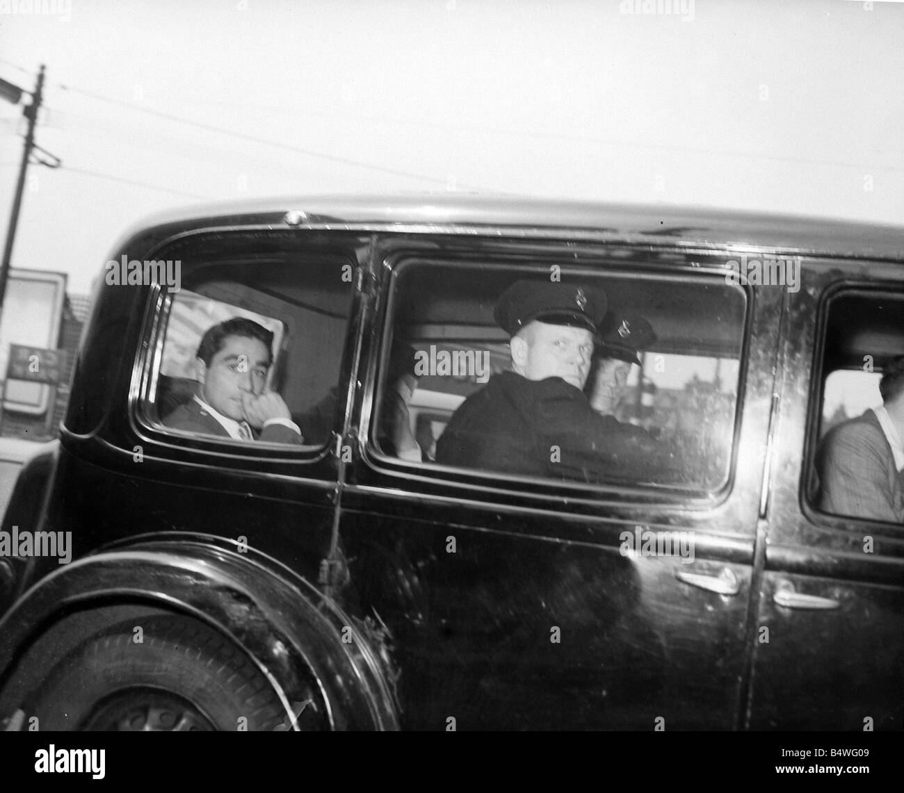 Snatch picture of Dennis Stafford leaving Durham prison to appear at Newcastle Crown Court July 1957 J4268 - Stock Image