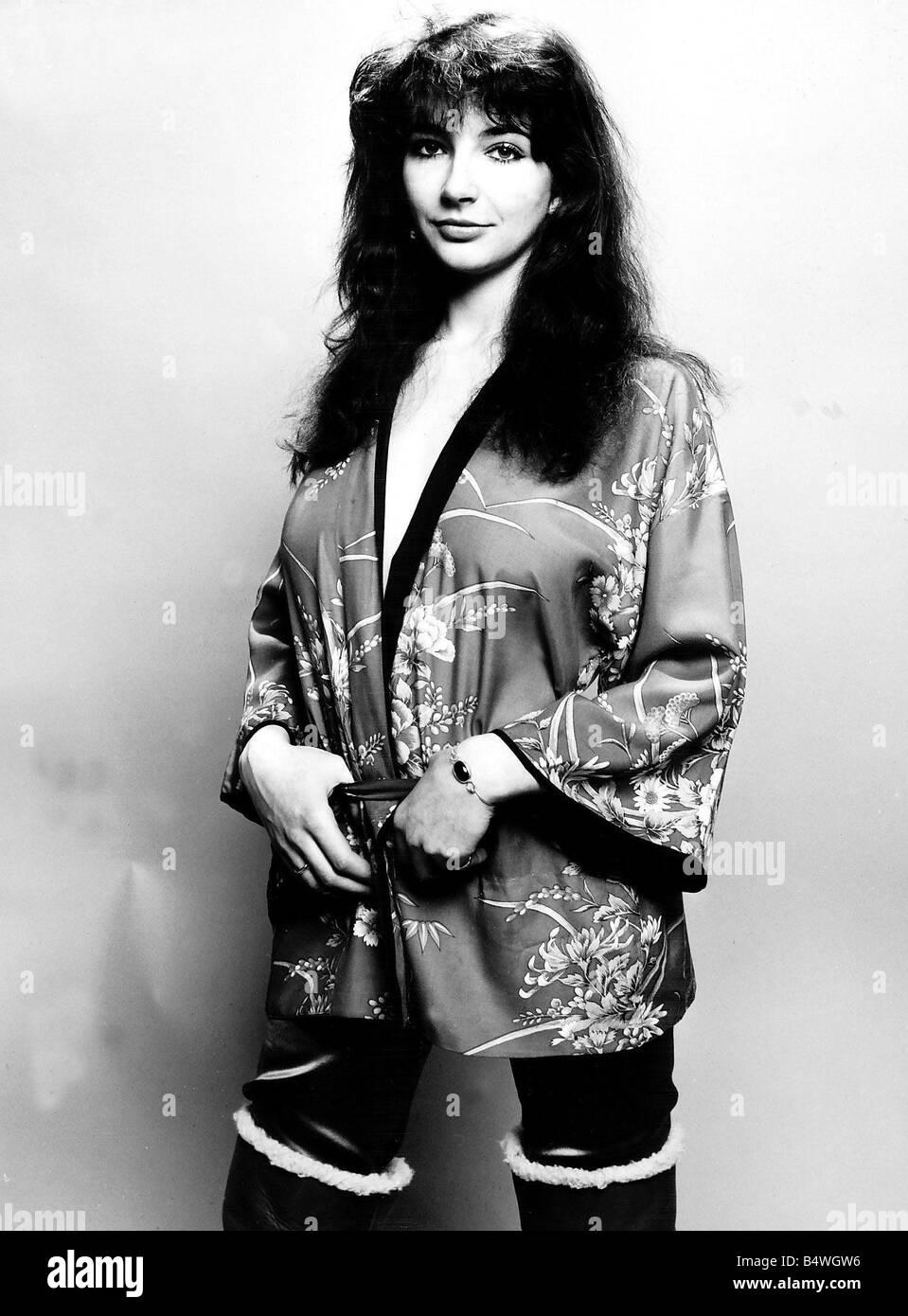 Pop singer Kate Bush poses in the studio wearing a kimono March 1978 - Stock Image