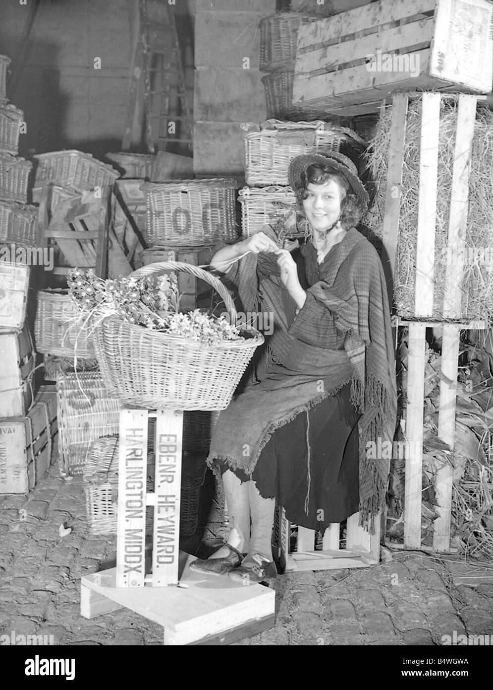 Actress Wendy Hiller as Eliza Doolittle on the set of Pygmalion Clothing Laddered stockings 1938 1930s Entertainment - Stock Image