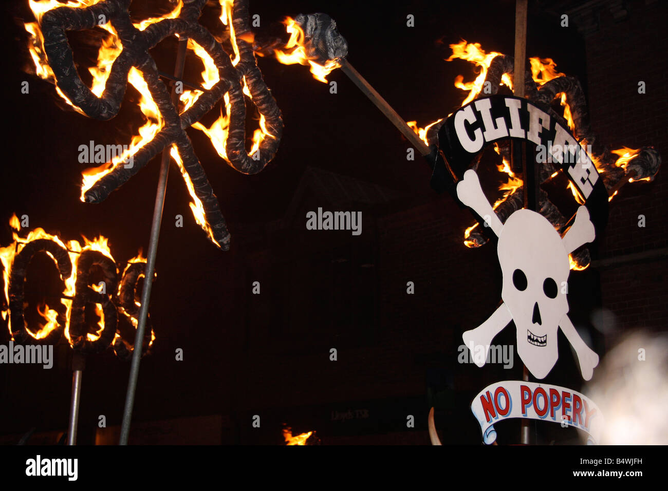CLIFFE BONFIRE SOCIETY GUY FAWKES SIGN LEWES FIREWORKS - Stock Image