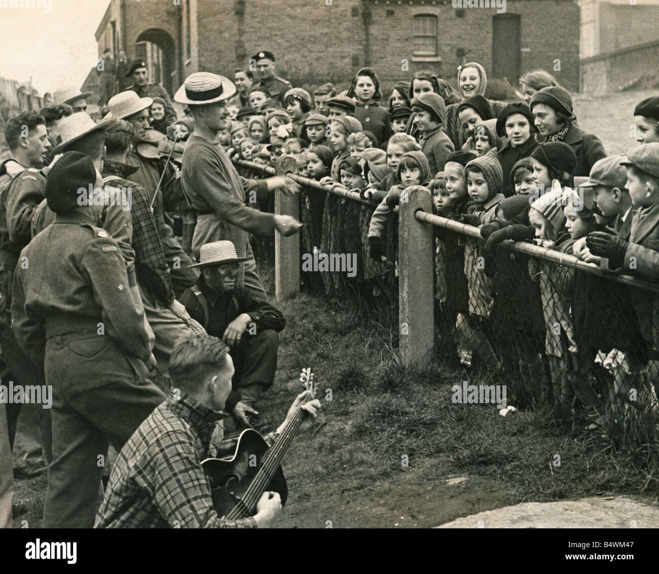 ABWW2 41 Canadian troops dressed as cowboys entertain a group of evacuated children - Stock Image