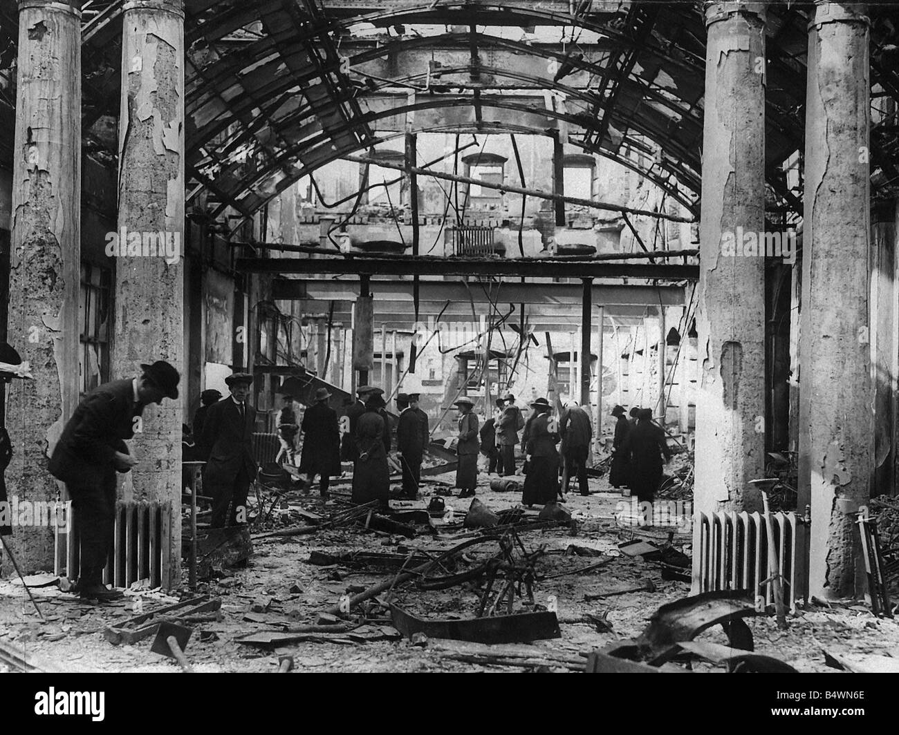 Dublin Post Office in ruins May 4th 1916 Dubliners walk through the remains of the Post Office in Sackville Row - Stock Image