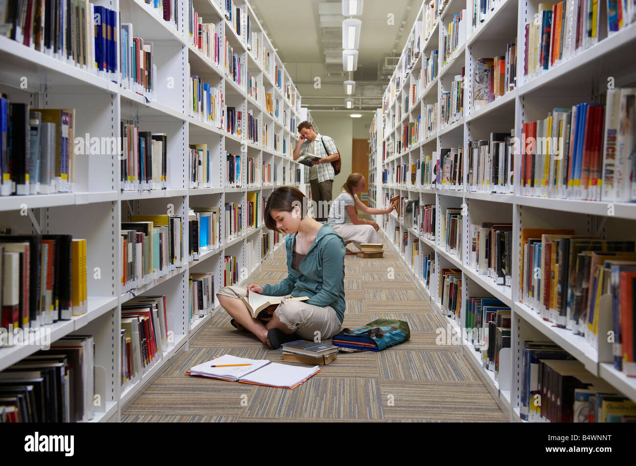 Young students in a library - Stock Image