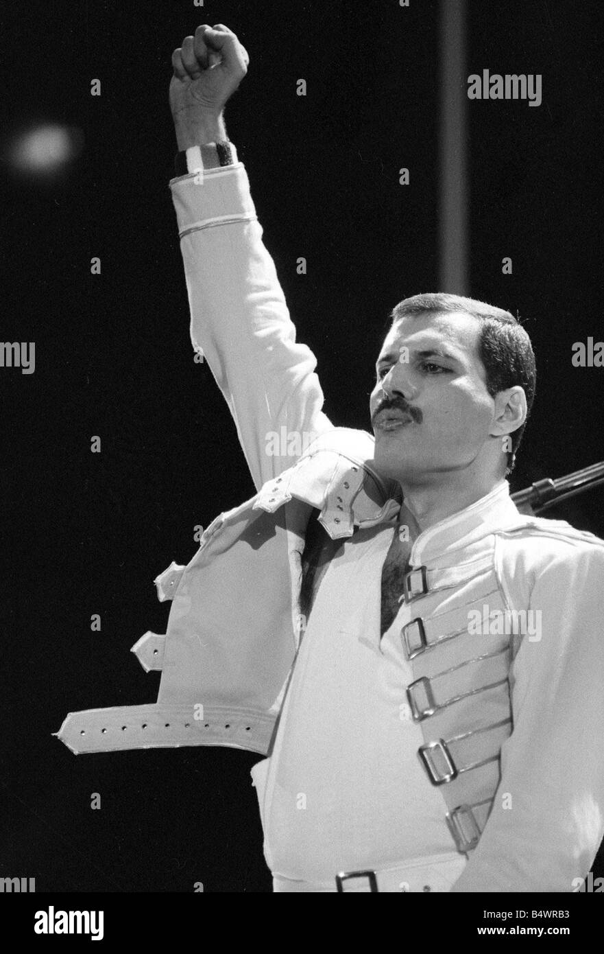 queen rock group freddie mercury queen in concert at wembley stadium stock photo alamy alamy