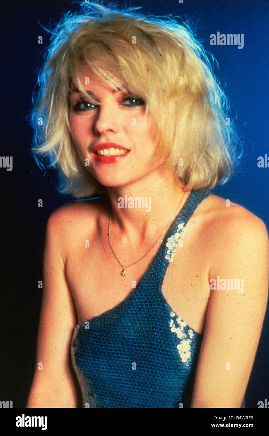 Debbie Harry October 1989 Blue sequined off shoulder dress - Stock Image