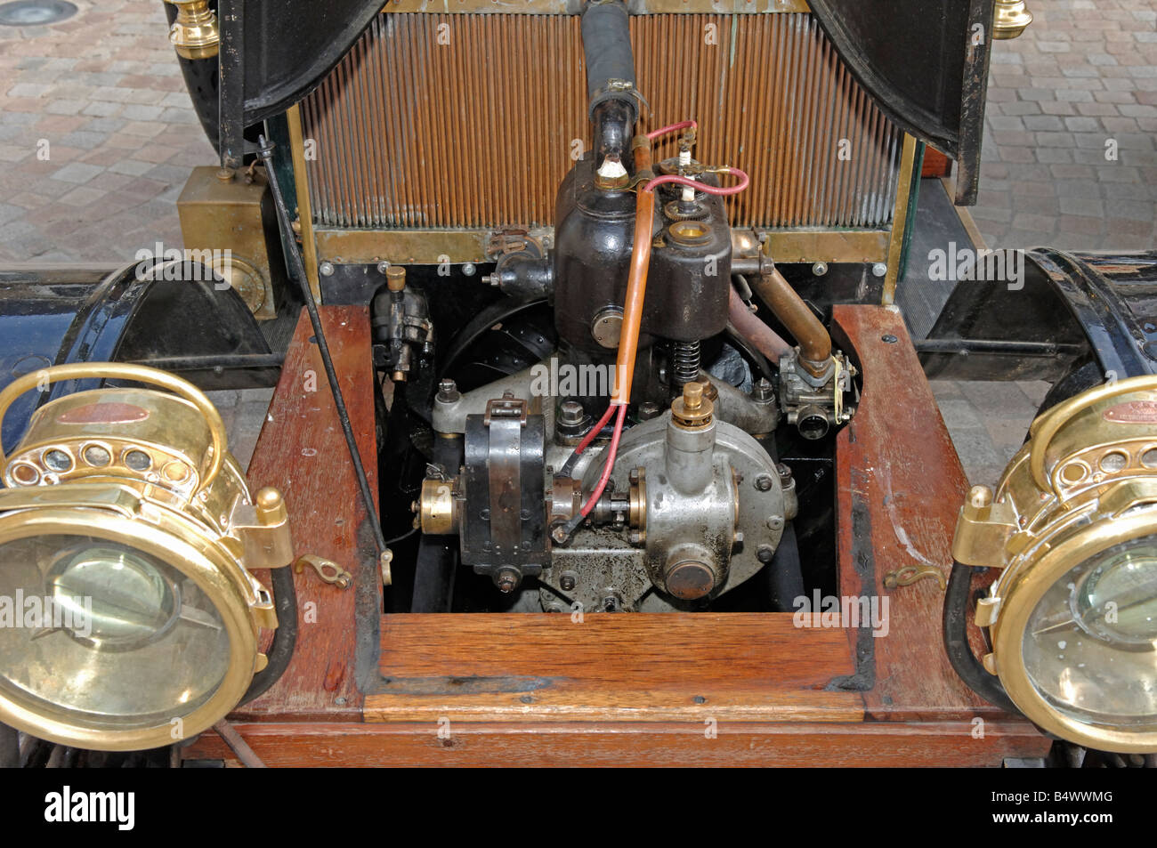De Dion Bouton Phaeton engine at the Tour de Bretagne 2008 - Stock Image