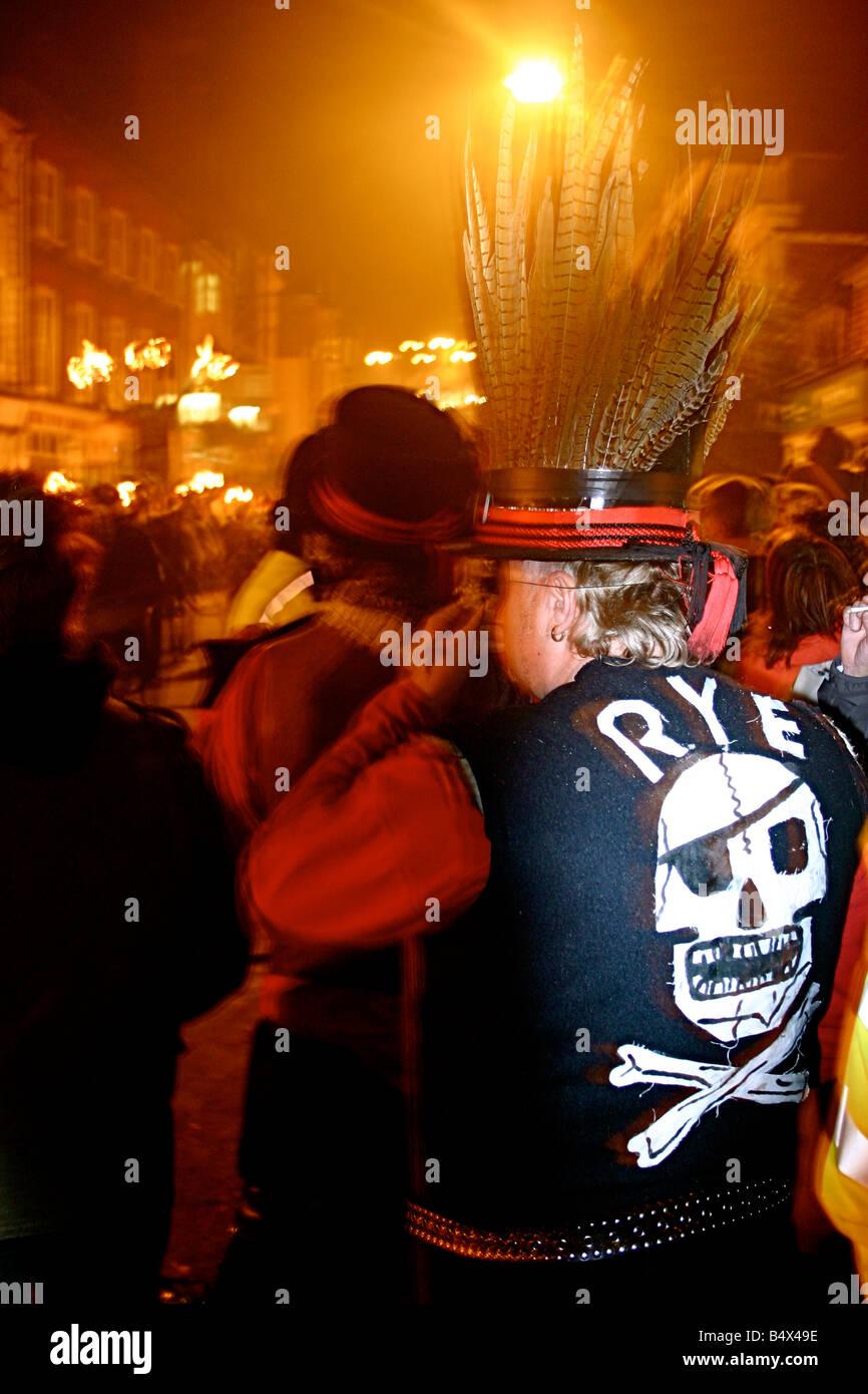 RYE SKULL BONFIRE SOCIETY GUY FAWKES STREET SCENE LEWES NOVEMBER 5 FIREWORKS - Stock Image