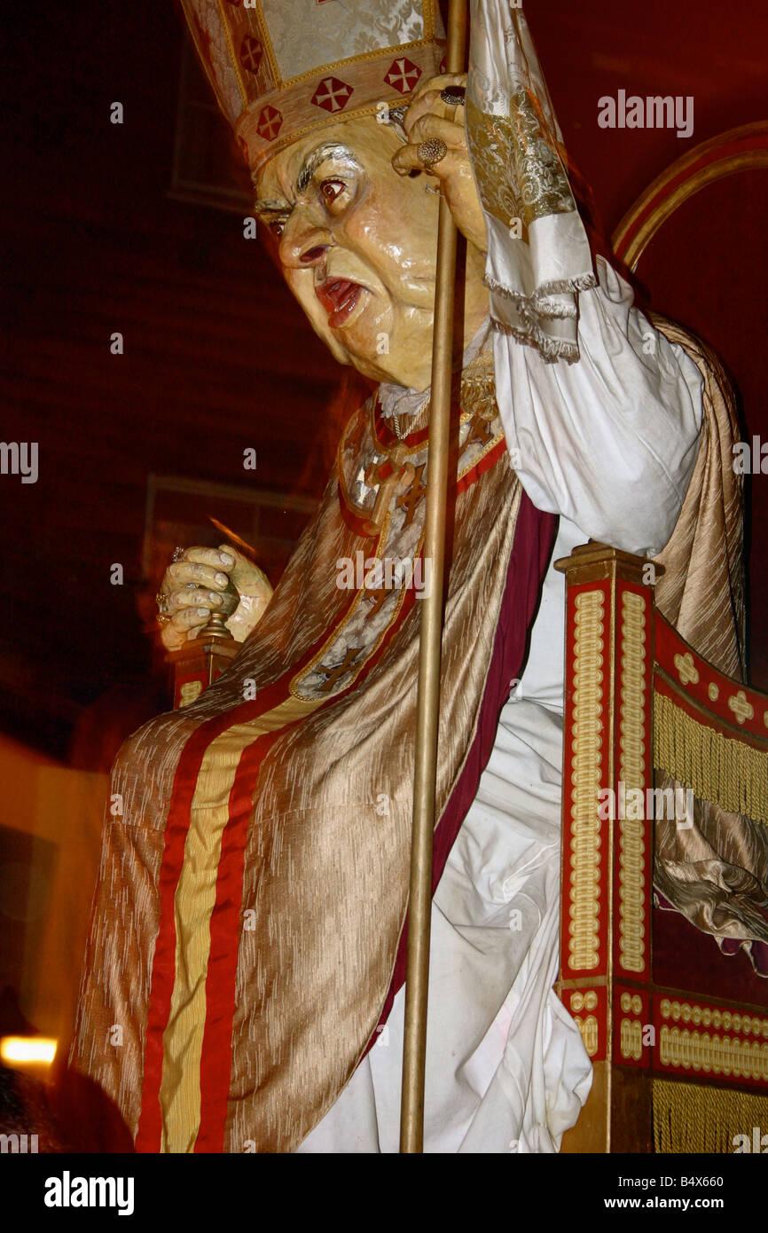 POPE EFFIGY LEWES BONFIRE GUY FAWKES NIGHT PARADE NOVEMBER 5 HISTORICAL FIREWORKS - Stock Image