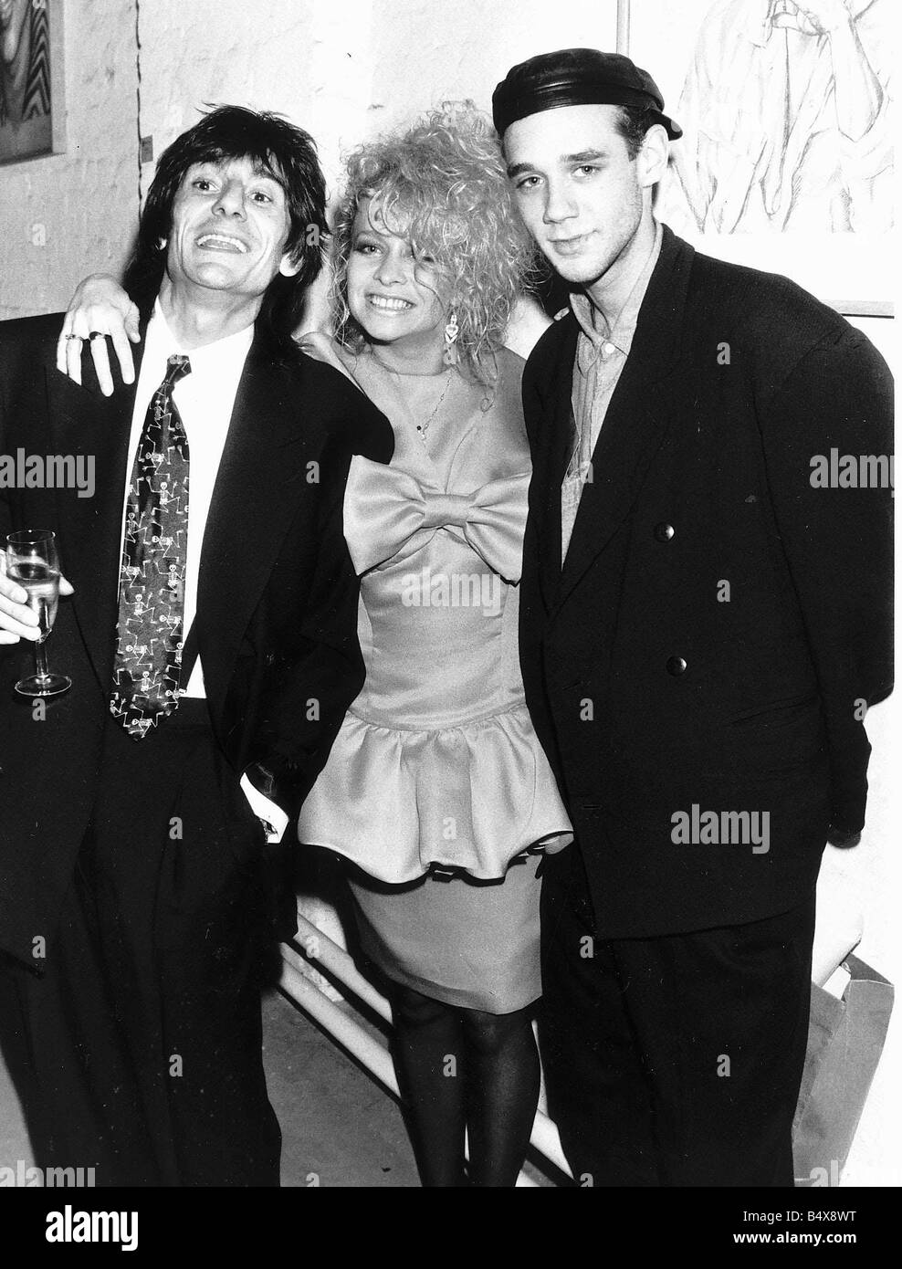 Curiosity Killed The Cat pop group singer Ben Volpeliere Pierrot R with Ronnie Wood and wife Jo 1987 - Stock Image