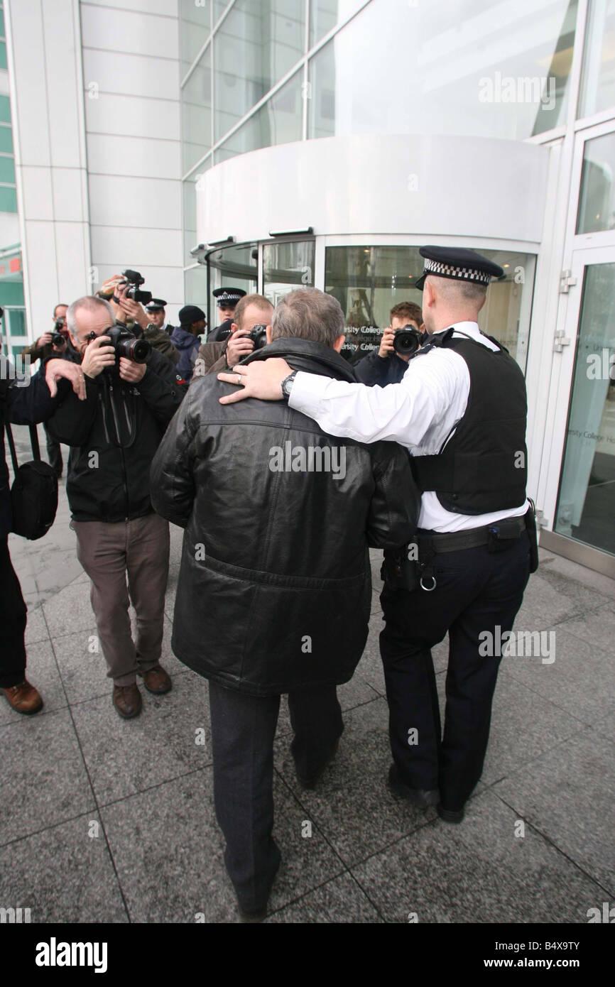Alexander Litvinenko Murder November 2006 Walter Litvinenko father of former Russian spy Alexander Litvinenko arrives Stock Photo