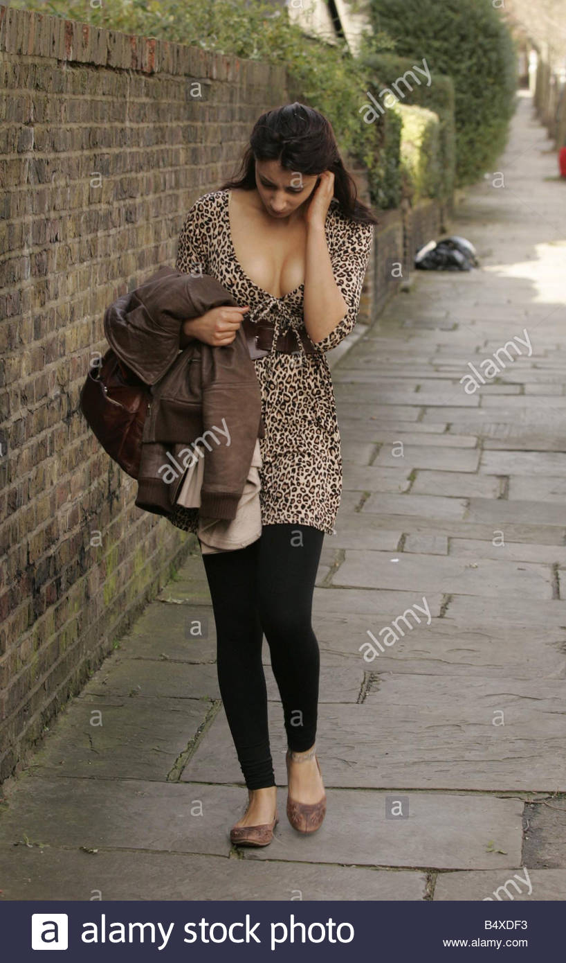 A Mystery woman leaves the home of Russell Brand the morning after the Brit Awards Was she Russell s special Valentine - Stock Image