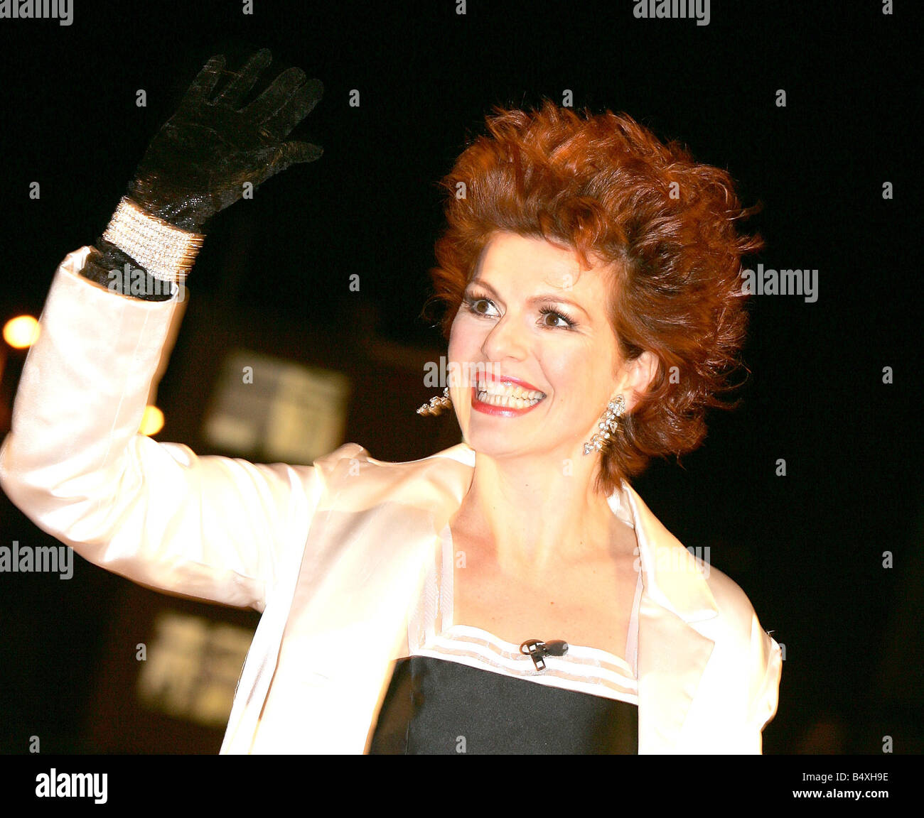Cleo Rocos enters the Celebrity Big Brother house 3rd January 2007 - Stock Image