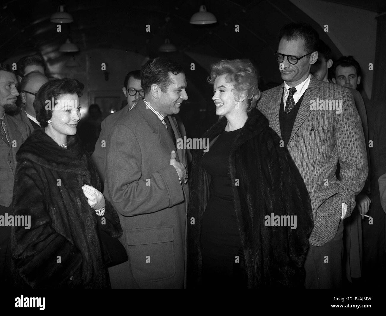 Marilyn Monroe 1956 and Arthur Miller leave for the U S with Laurence Olivier and Vivien Leigh saying farewell Olivier - Stock Image
