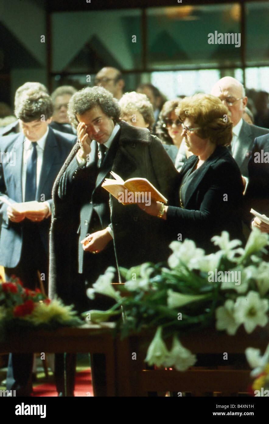 Alan Lake at wife Diana Dors funeral May 1984 Stock Photo