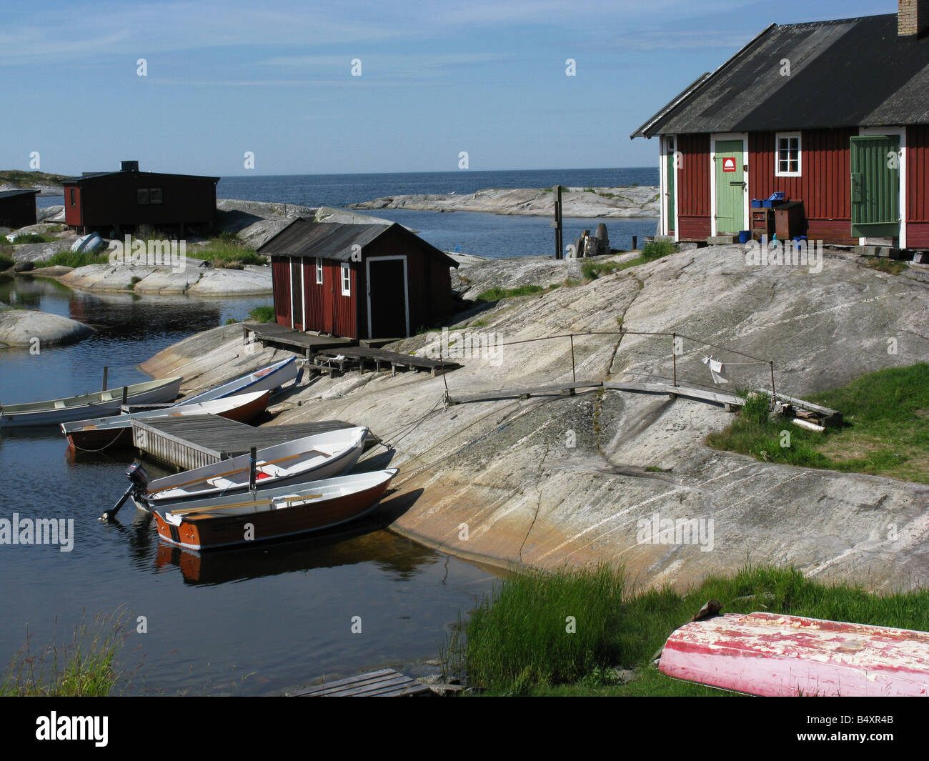 Boats at a natural harbour in the Stockholm archipelago - Stock Image