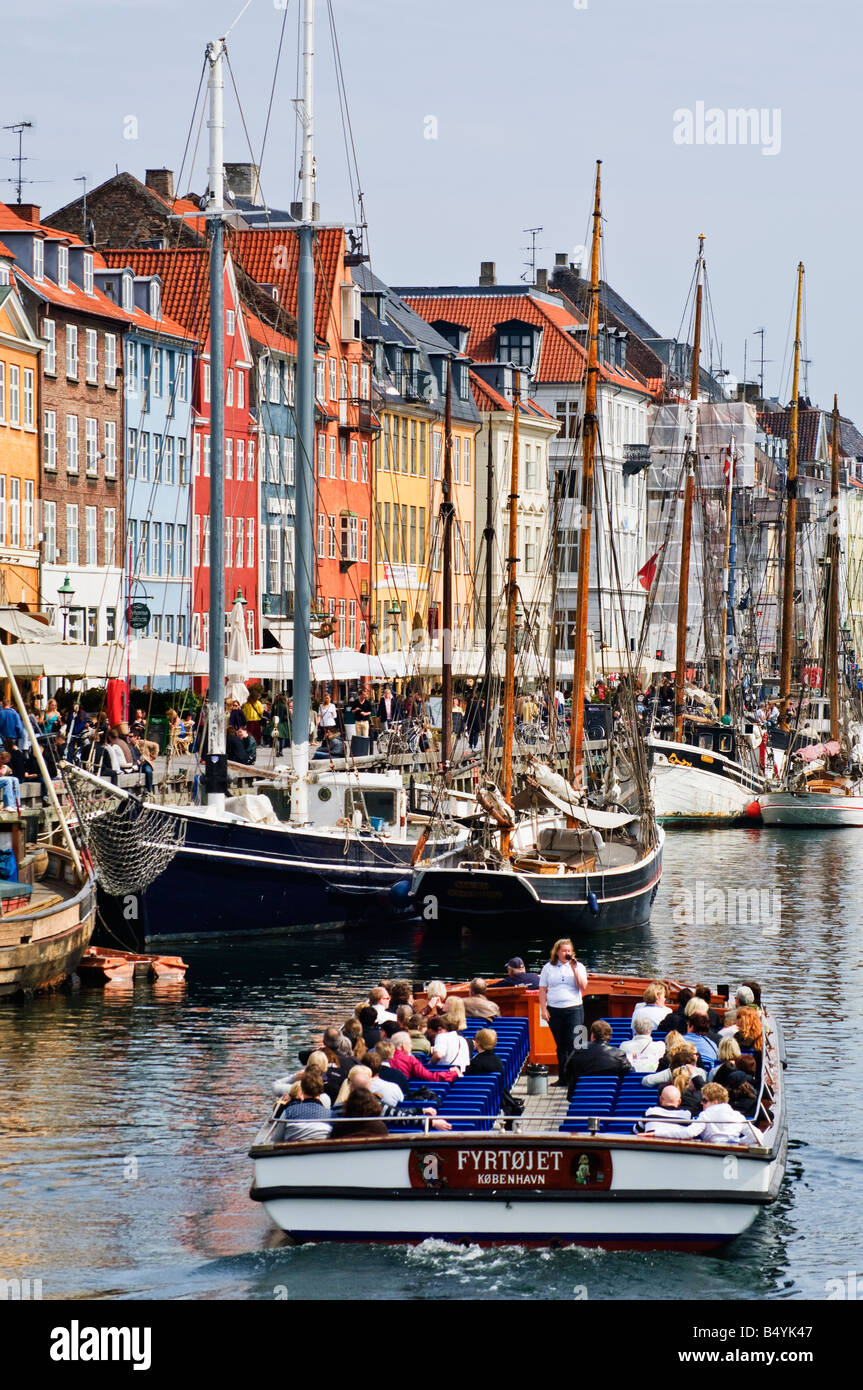 Tour boat passing Nyhavn København Copenhagen - Stock Image