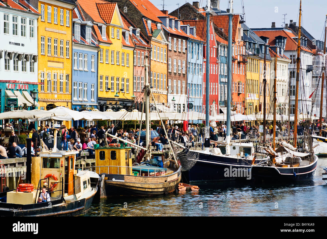 Nyhavn København Copenhagen is lined with colourful warehouses and merchants dwellings - Stock Image