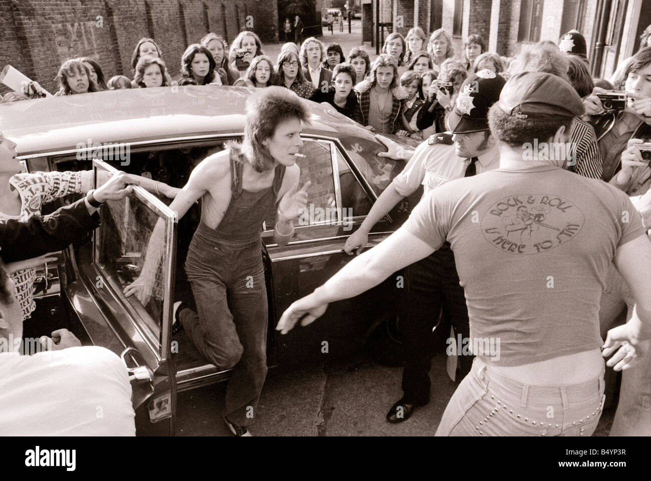 David Bowie Singer July 1973 arriving at the Odeon Hammersmith gqmagazineusa gqmagazineusa - Stock Image