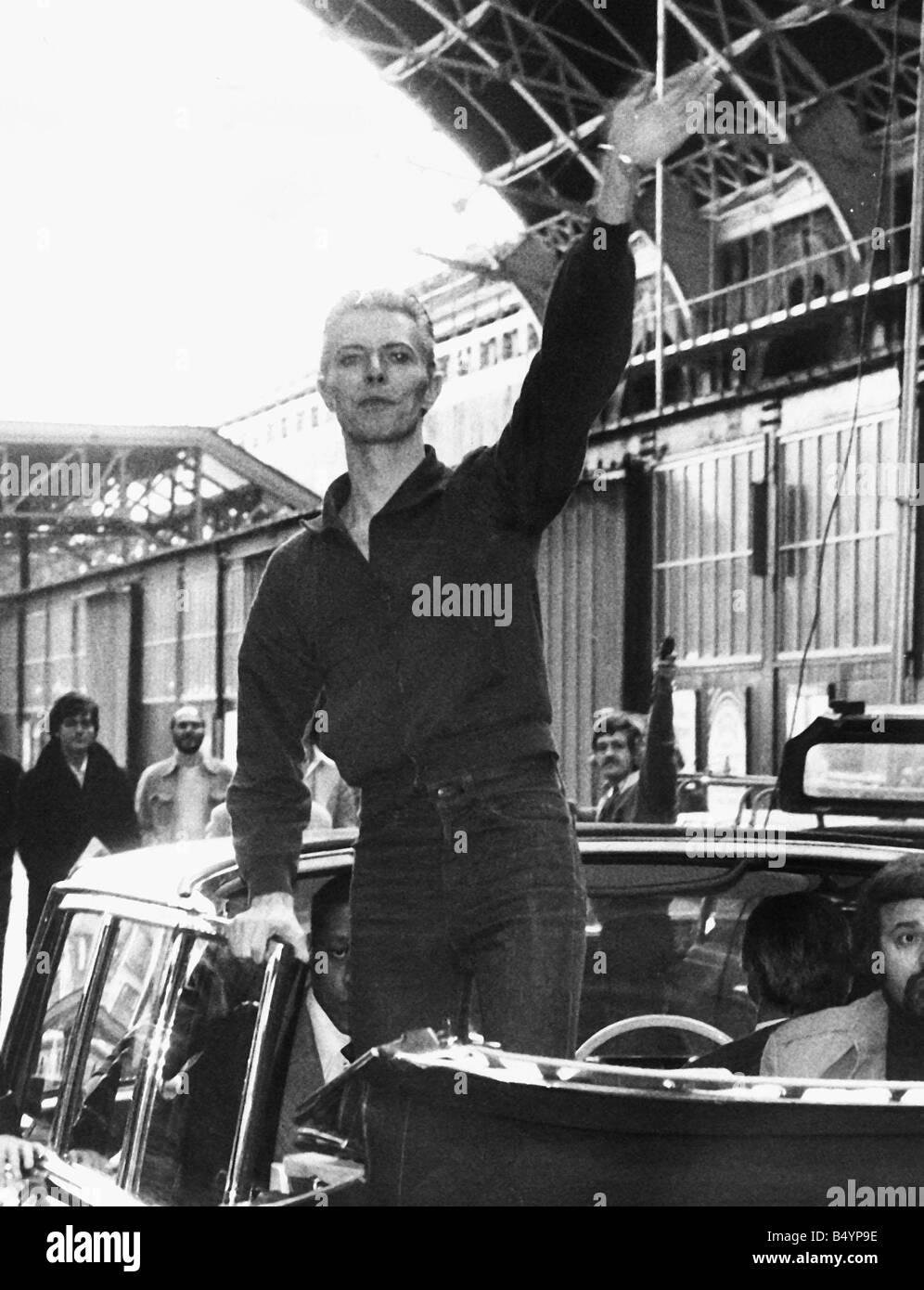 David Bowie pop singer at Victoria Station 1976 gqmagazineusa - Stock Image