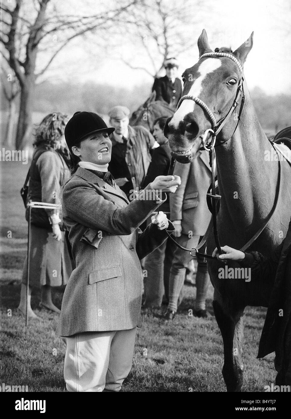 Duchess of York before mounting the horse Aldaniti winner of the 1981 Grand National to ride around the grounds - Stock Image