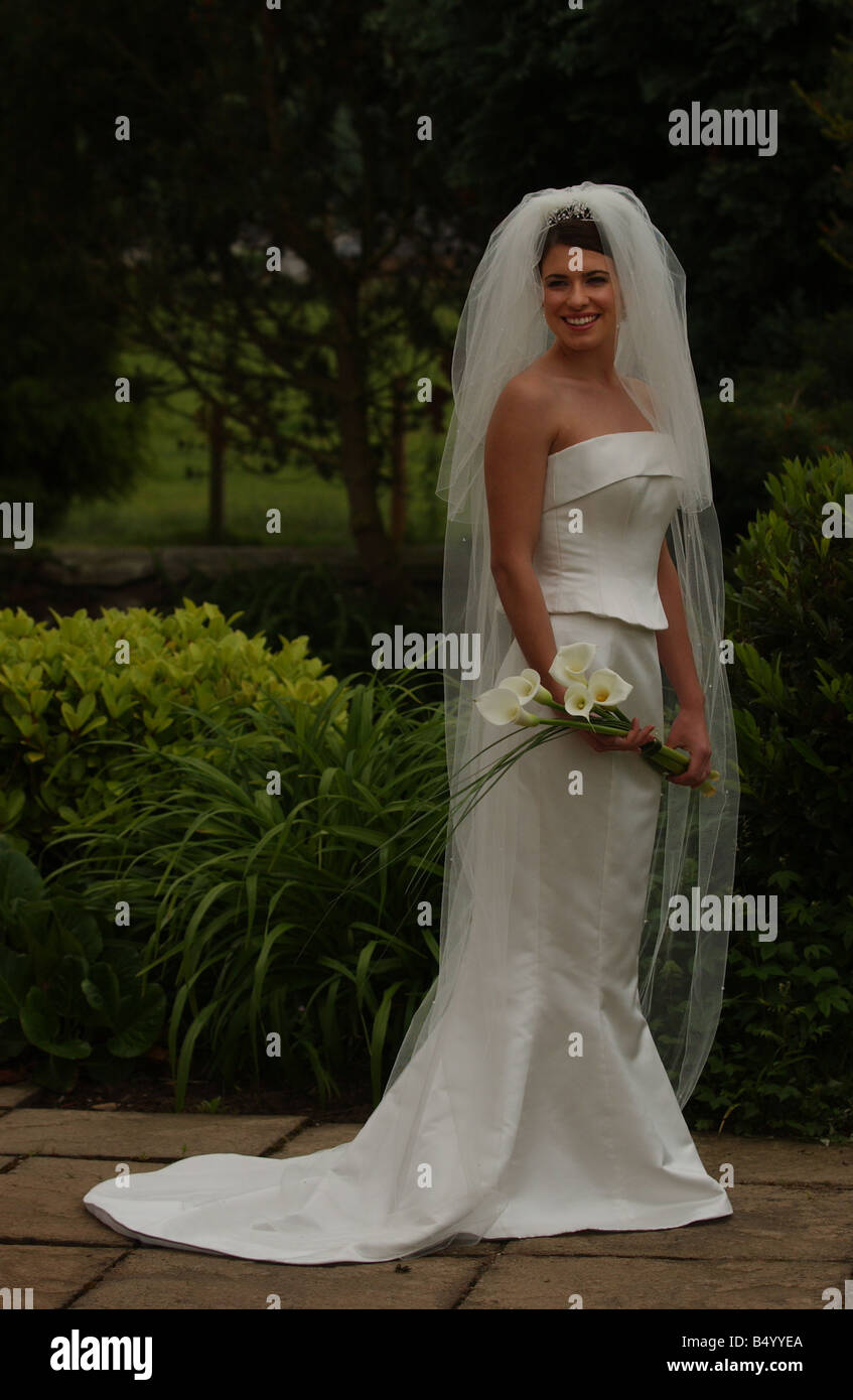 Bridal Fashion feature June 2004 WEDDING DRESS FASHION MODEL GEMMA FORBES MODELLING WEDDING DRESS FROM LUCY LIN - Stock Image
