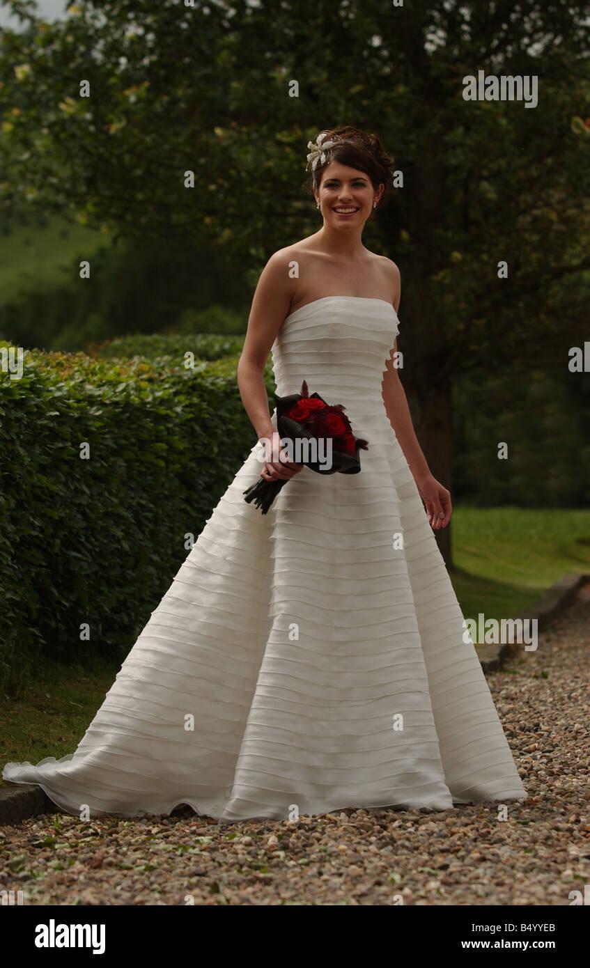 Bridal Fashion feature June 2004 WEDDING DRESS FASHION MODEL GEMMA FORBES MODELLING WEDDING DRESS FROM JULIAN AND - Stock Image