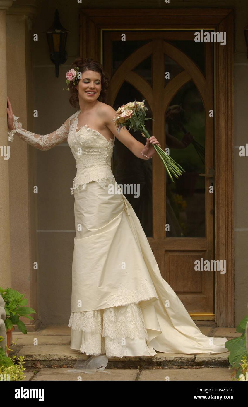 Bridal Fashion feature June 2004 WEDDING DRESS FASHION MODEL GEMMA FORBES MODELLING WEDDING DRESS FROM ANNE PRISCILLA - Stock Image