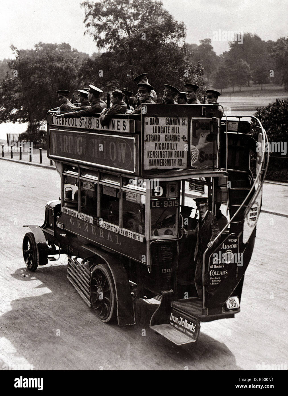 No 9 Omnibus carring Territorials and Loaded with Ammunition leaving the powder magazine in Hyde Park August 1914 - Stock Image