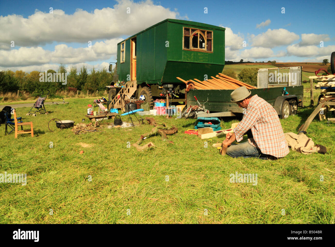 A modern day tinker makes wooden parts for Romany caravans - Stock Image